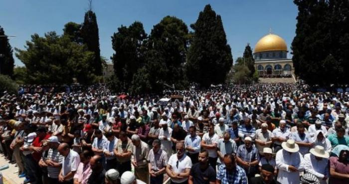 رغم إجراءات الاحتلال 45 ألفاً مواطن يؤدون صلاة الجمعة في المسجد الأقصى