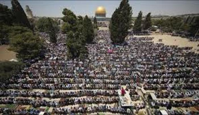 30 ألف مصلي يؤدون صلاة الجمعة في رحاب المسجد الأقصى المبارك