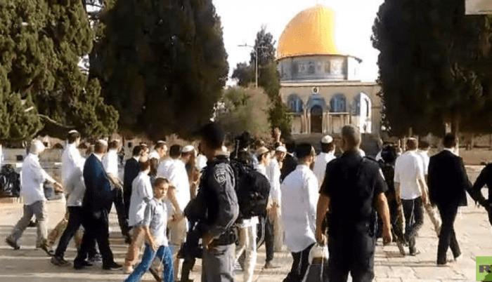 عشرات المستوطنين يجددون اقتحامهم باحات الأقصى المبارك